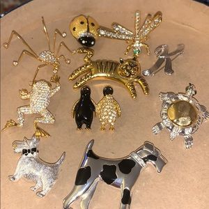 Lot of 10 brooches ✨☀️